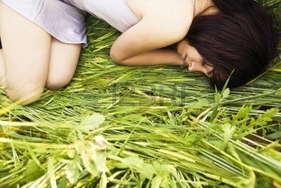 4786673-beautiful-girl-sleeping-over-the-grass